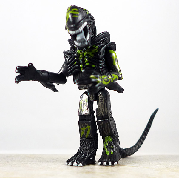 Battle Damaged Attacking Alien Loose Minimate (Alien Series 1)